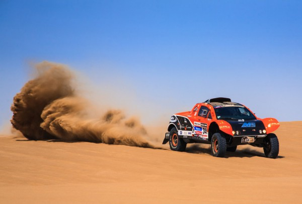Fototapete Nr. 3557 - Desert SUV