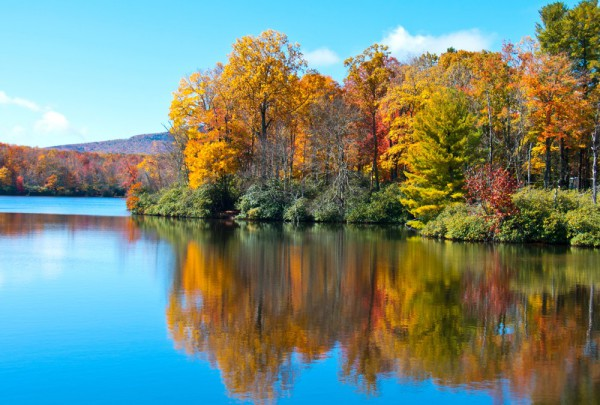 Fototapete Nr. 3292 - Indian Summer am Blue Ridge Lake, North Carolina