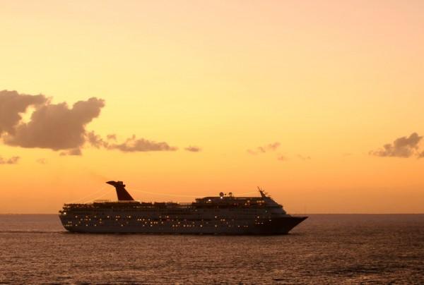 Fototapete Nr. 3856 - Cruise Ship Sunset
