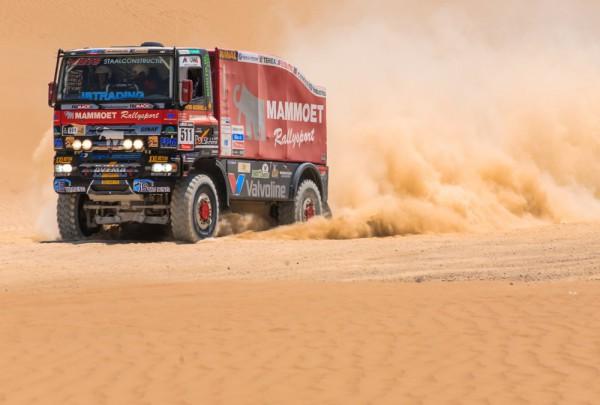 Fototapete Nr. 3556 - Desert Truck red